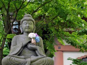 仏像とアジサイ