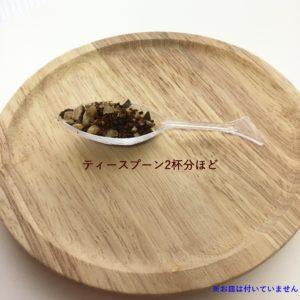 スプーンと茶葉画像